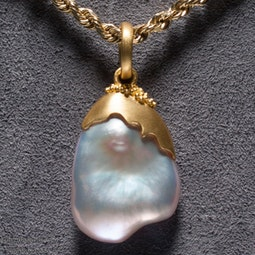 Pearl Pendant by Tomi